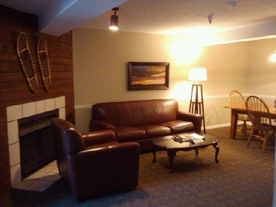 Sweetwater Lift Lodge: Living room - couch is a pull out bed