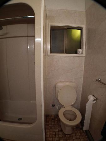 Aurora Kakadu Hotel: the bathroom