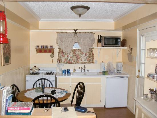 Lucky Cuss Cottages: All you need in a kitchen
