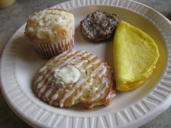Baymont Inn & Suites Evansville North/Haubstadt: Some of the breakfast options (I had all of these!)