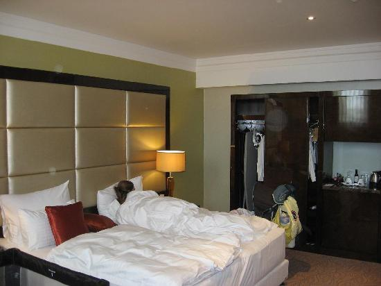 Hotel Kings Court : bed
