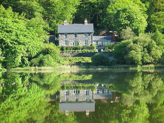 Tal-y-llyn, UK: The Old Rectory on the lake