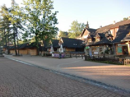 Zakopane, Polen: Krupowki street in the early morning hours