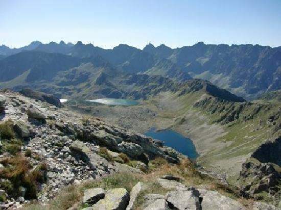 Zakopane, Polska: View from Swinica mountain towards the Five Lakes Valley