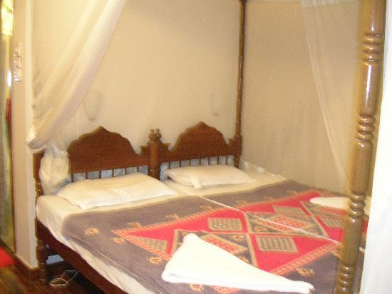Maharaju Palace: Le lit avec moustiquaire