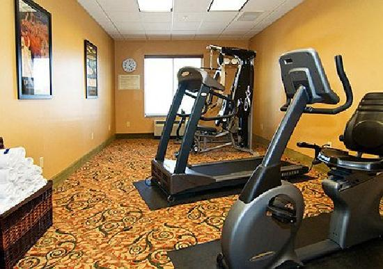 Comfort Suites Medical Center near Six Flags: Fitness Center