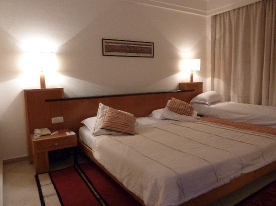 Hotel Laico Hammamet: Vista do quarto duplo + criança