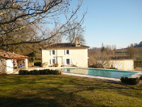 Le Moulin de la Grangere: a nice stone house