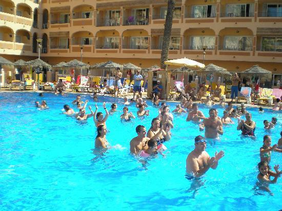 HOTEL BAHIA TROPICAL: UN DIA DE AEROBIC EN EL AGUA