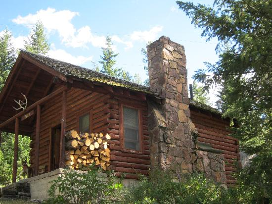 K Bar Z Guest Ranch: Little cabin has a porch