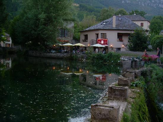 Florac, France : Vue du restaurant en soirée
