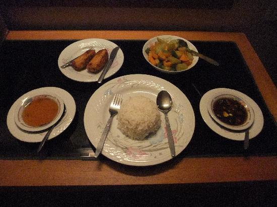 Kumudara Hotel Bagan: Room service dinner for 3000 kyats