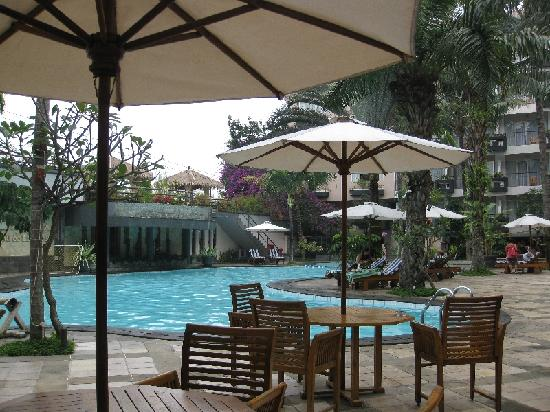 Jayakarta Boutique Suites, Hotel & Spa: Poolside