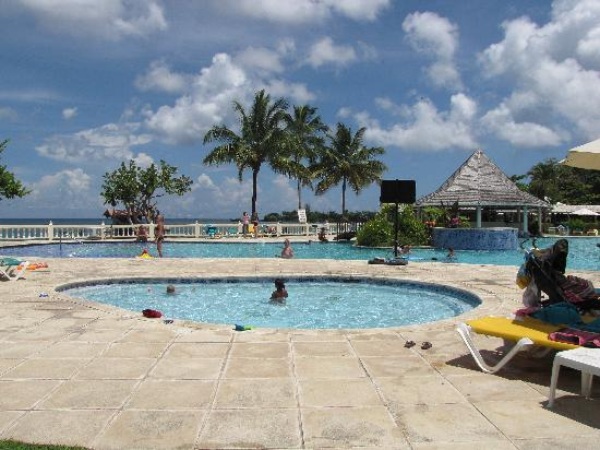 Pool With Swim Up Bar Picture Of Turtle Beach By Rex Resorts Plymouth Tripadvisor