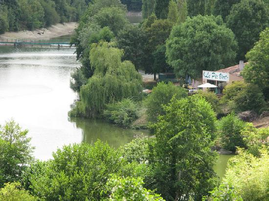 Vouvant, Francia: Lovely view of the river