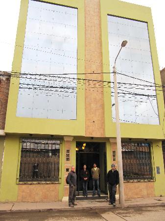 Mosoq Inn: Street view