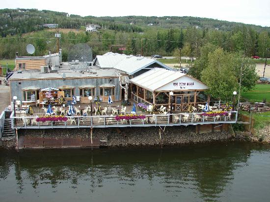 Pump House Restaurant & Saloon: outdoor dining - pic taken from the Riverboat Discovery