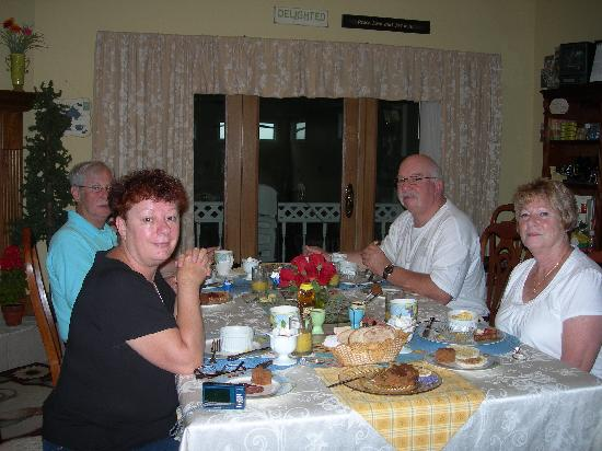 Scottish Bed & Breakfast: Family enjoying breakfast
