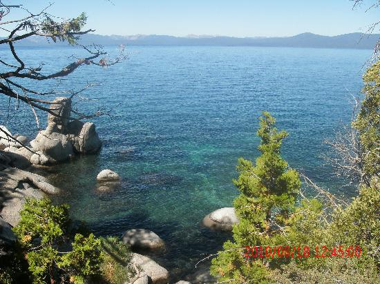 Harrah's Lake Tahoe: East Shore shoreline hike