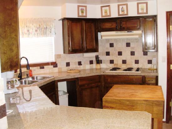 Village Lodge: Kitchen in preidential