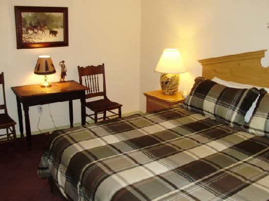 Village Lodge: King bed one bedroom