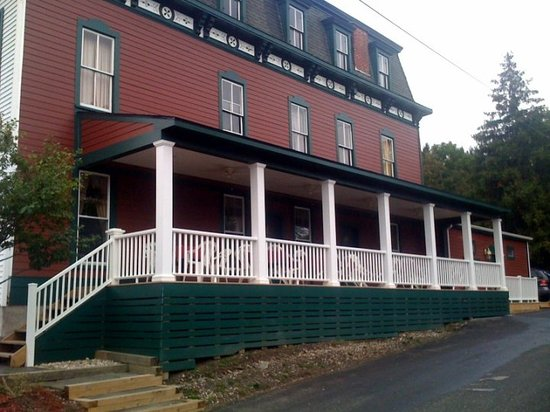 mount washington house: The outside - this place is BIG