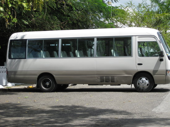 Uton's Private Tours : A picture of Uton's one bus...