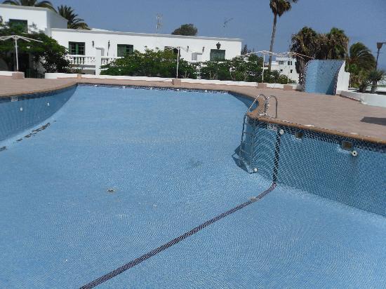 Club Green Oasis Loma Verde: Empty pool