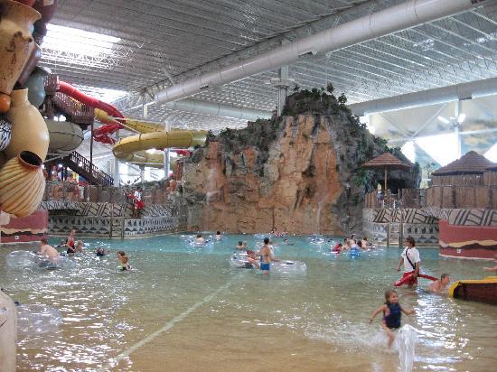 Kalahari Waterparks: Wave pool and 2 of the slides inside