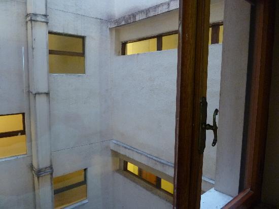 Colonna Palace Hotel Mediterraneo : Vue de la fenetre de la chambre