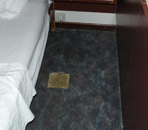 Hotel Medena: Missing carpet