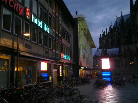Ibis Köln Am Dom: Das Hotel von außen