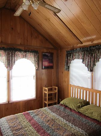 Jo's Motel and Campground: Main bedroom