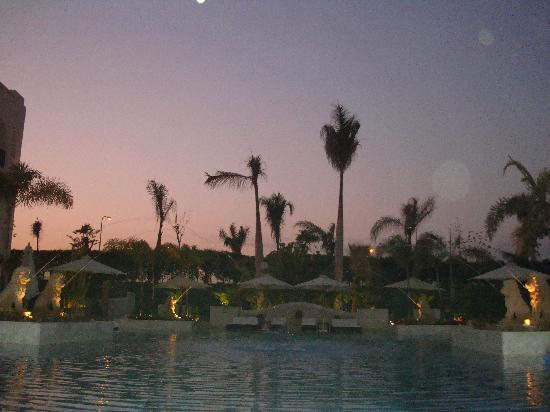 Le Royale Sharm El Sheikh, a Sonesta Collection Luxury Resort: Sunset by the pool