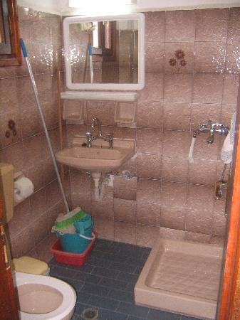 Elpida Hotel: Bathroom