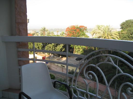 New Pola Hotel Luxor : Small balcony with Nileview.