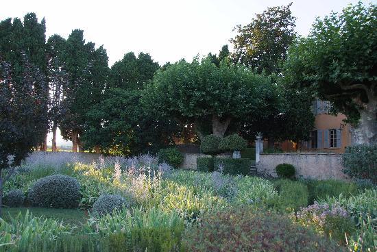 Le Pavillon de Galon : Couché de soleil sur le jardin