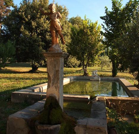 Le Pavillon de Galon : Le bassin des lavandières