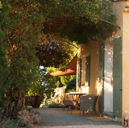Le Pavillon de Galon : L'entrée de la cuisine d'été