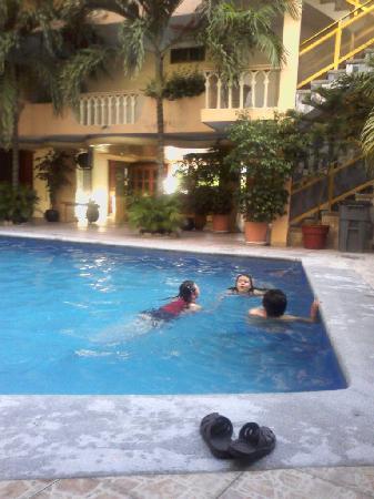Acapulco Diana: Entrada del hotel y alberca