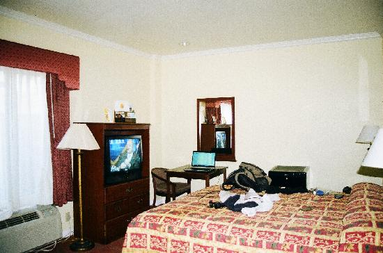 Super 8 North Hollywood: My Room