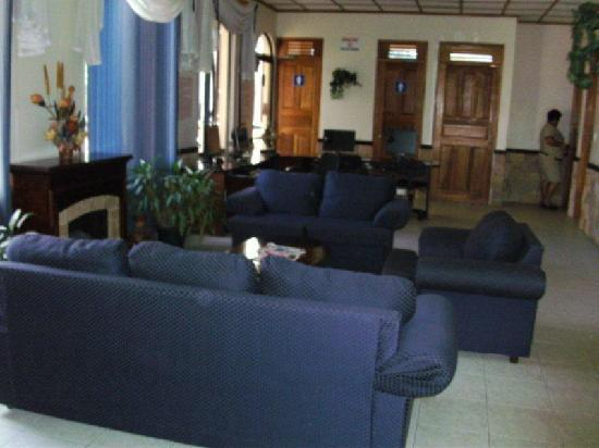 Adventure Inn: lounge