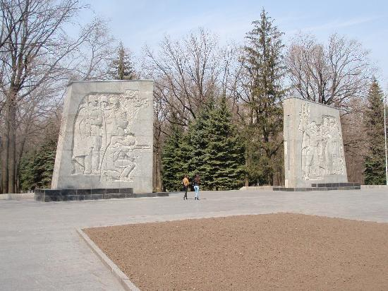Kharkiv, Ucrânia: entrance to great War Memorial