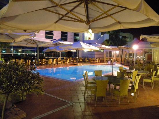 Hotel San Mauro : La piscine et alentours