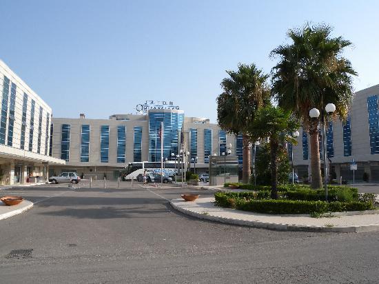 Hotel San Mauro: L'hotel et parking extérieur