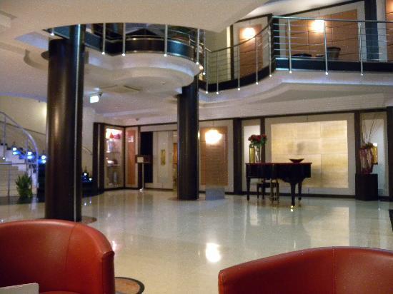 Hotel San Mauro: hall d'accueil et acces au restaurant
