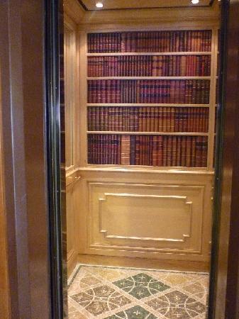 Al Bustan Hotel & Spa: Al Bustan - the elevator!