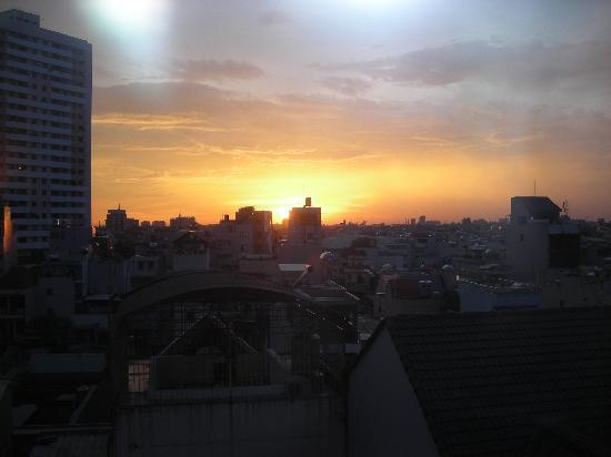 Ramana Hotel Saigon: sunset from room