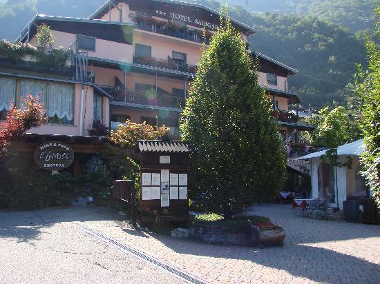 Verceia, Italy: Entrance of the Hotel