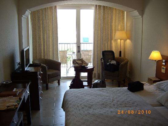 Columbia Beach Resort Pissouri: Room